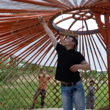 Foto: stavba (tvoření) jurty – květen 2016